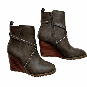 Diba Alberta Wedge Boots size 5.5 M